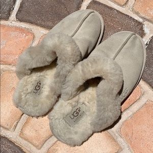 UGG slippers - leather upper - sheepskin lining